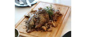 Gigot d'agneau confit aux herbes de Provence.